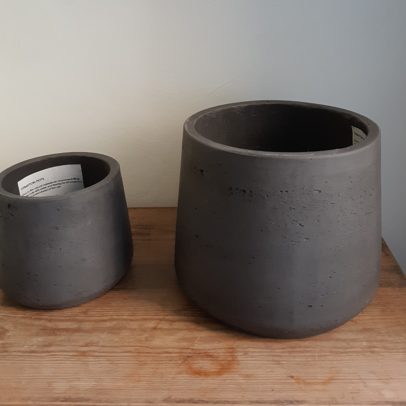 Stratton tapered pot carbon (dark grey) or stone (light grey) - small size in sale!